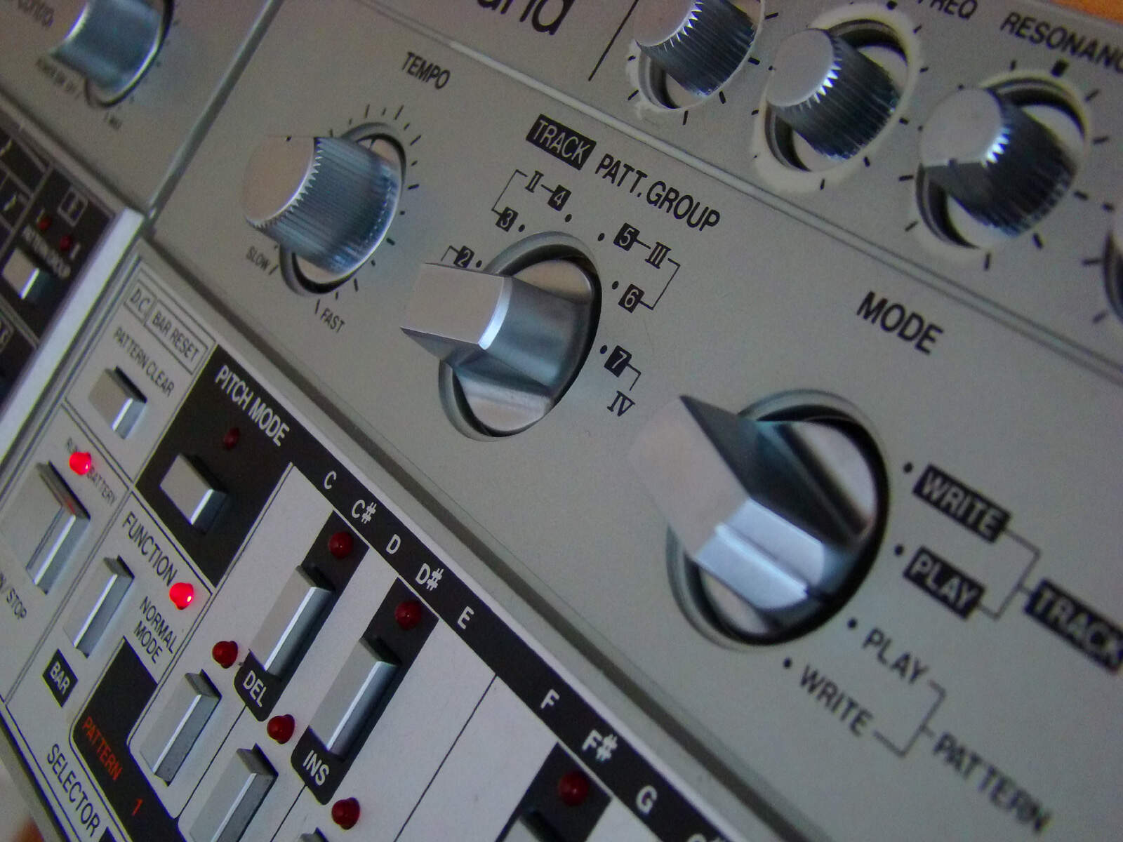 Best free TB-303 emulation sotwares : VST plugins & standalone